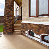 Бежевая плитка для цоколя дома